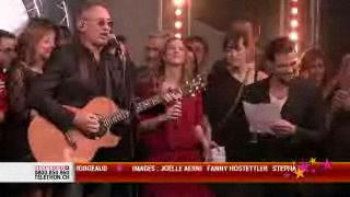 Pour clore la soirée, Michael Jones invite le public à chanter