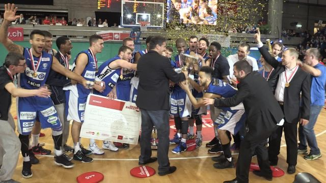 Fribourg Olympic gagne enfin un titre après 10 tentatives