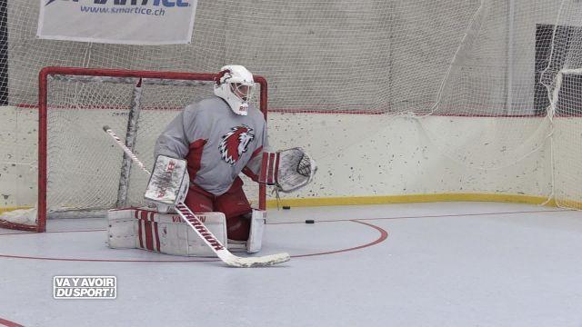 Loïc se glisse dans la peau d'un gardien de hockey
