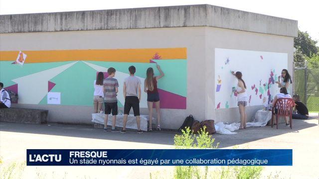 Des écoliers nyonnais égayent le stade de Marens en peinture