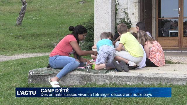 Des enfants suisses vivant à l'étranger découvrent la Suisse