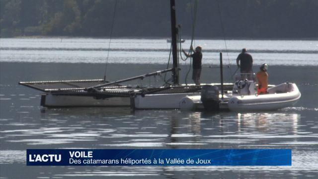 Deux catamarans héliportés au lac de Joux