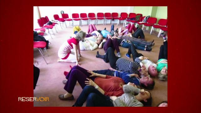 Rire grâce au yoga