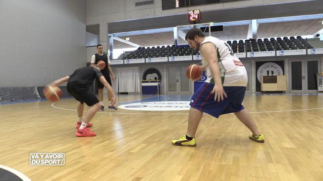 Pour sa première en solo, Anthony Loewer s'essaie au basket