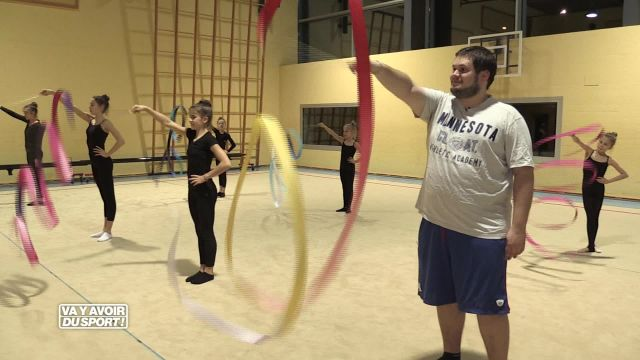 Cette semaine, Anthony Loewer teste la gymnastique rythmique