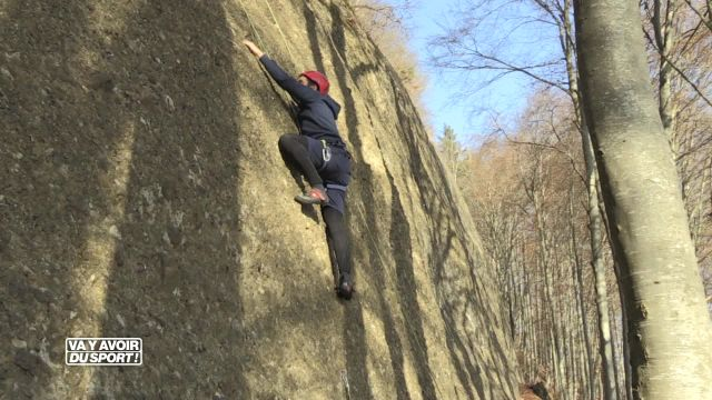 Loïc teste l'escalade sur les falaises de Pont-la-Ville !