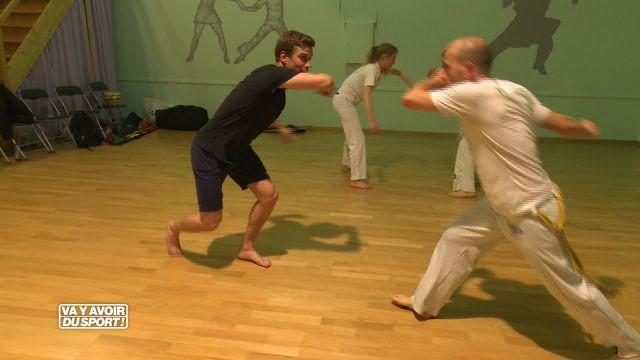 Loïc teste la Capoeira