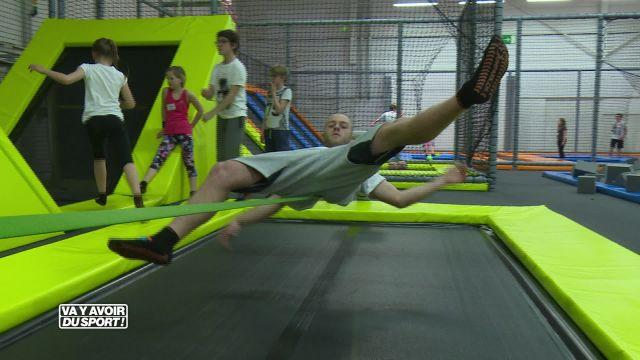 Loïc Reffet teste son équilibre au Jumpark d'Yverdon