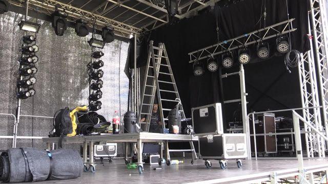 Suivez l'installation de la grande scène d'Estivale