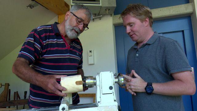 Roland a testé le métier de tourneur sur bois