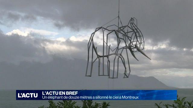 Un éléphant de douze mètres sillonne le ciel