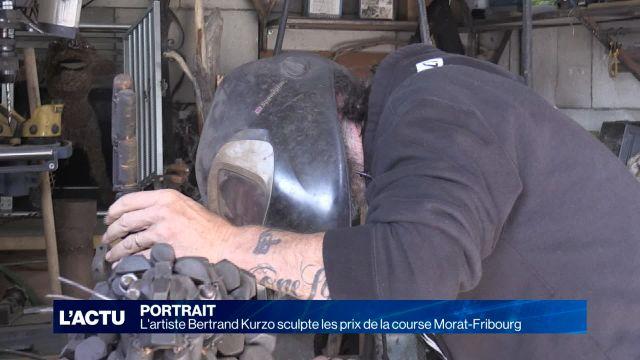 L'artiste Bertrand Kurzo sculpte les prix de Morat-Fribourg