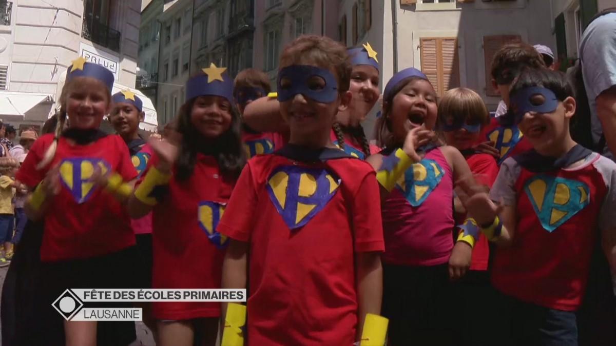 Cortège de la fête des écoles primaires à Lausanne.