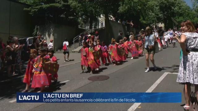 Les petits enfants lausannois célèbrent la fin de l'école