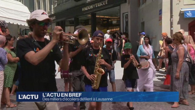 Des milliers d'écoliers défilent à Lausanne