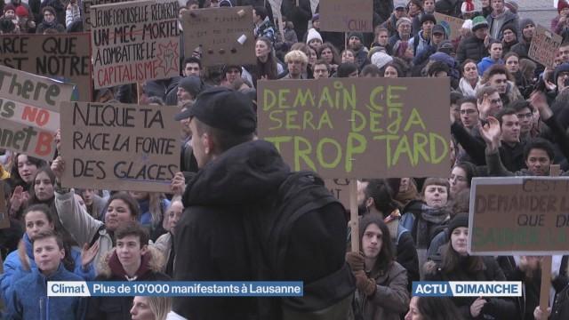 Plus de 10'000 manifestants à Lausanne pour le climat