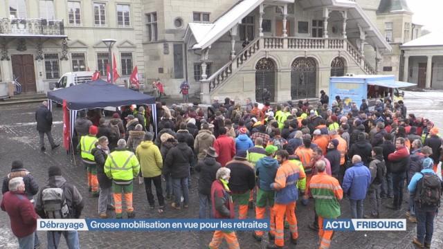 Grosse mobilisation pour les retraites à Fribourg