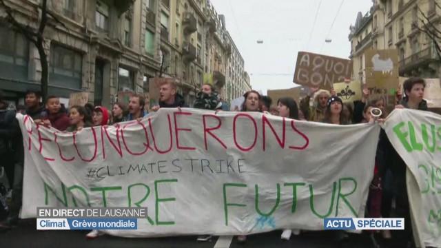 Climat: 10'000 jeunes manifestent à Lausanne